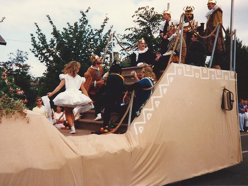 1987 4