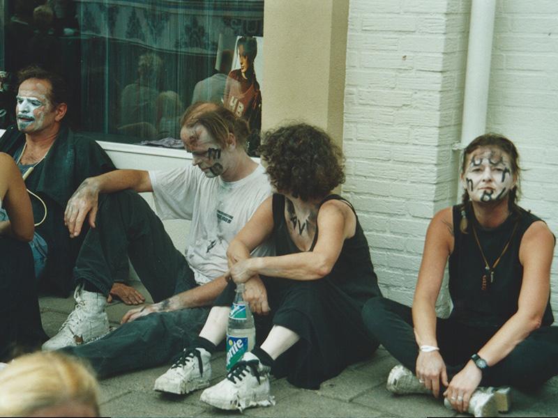 2001 32